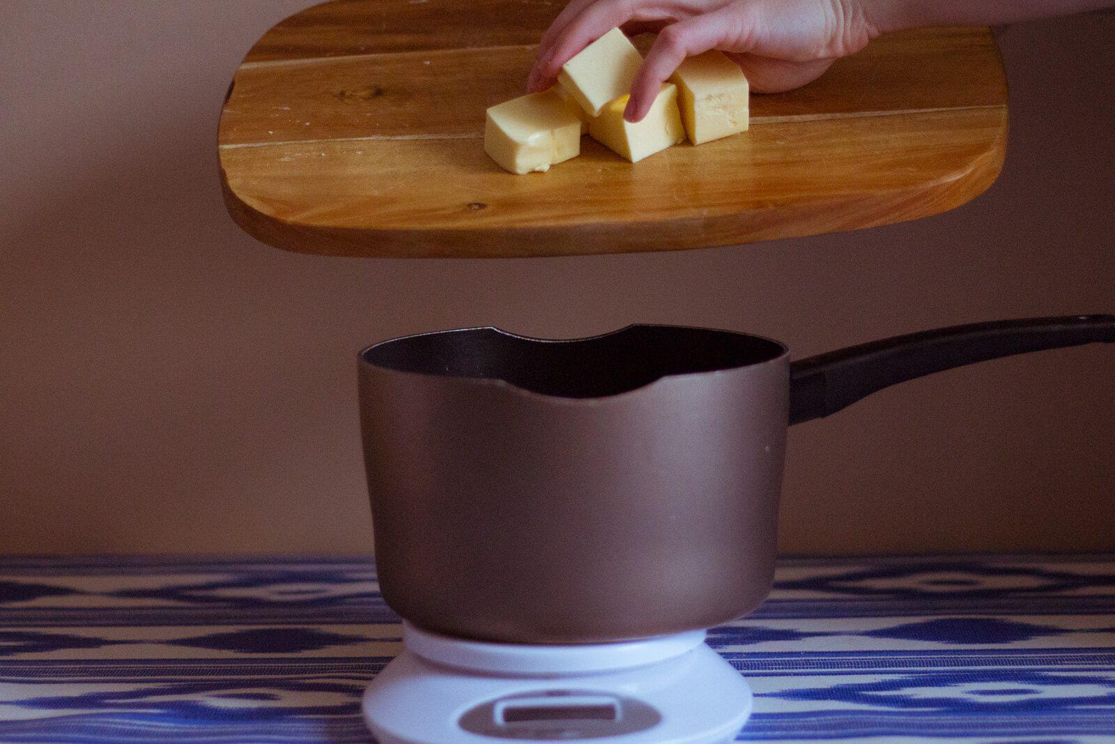 Добавляем кубики масла